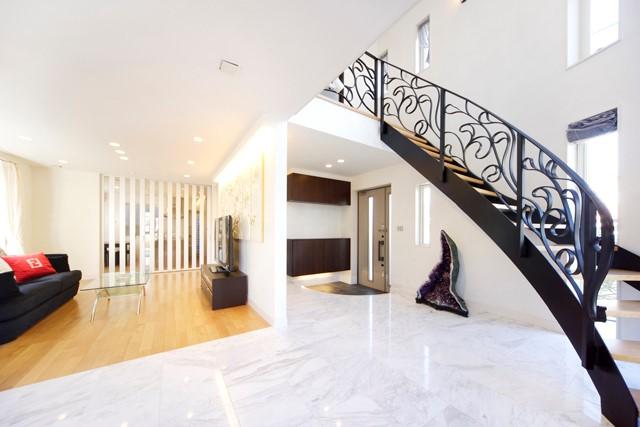 施工事例(東村山)|らせん階段がエレガントなヨーロピアン邸宅