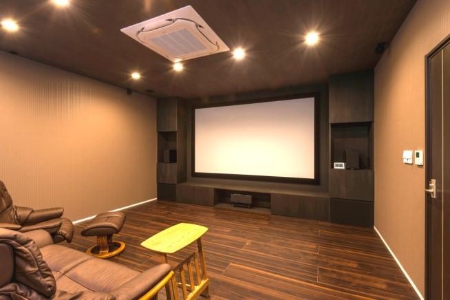 大画面スクリーンのシアタールームのある施工事例(小金井)