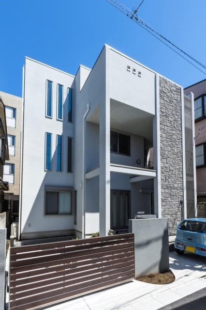 二世帯住宅でも3階建てでこんなにスタイリッシュ|施工事例(中野)