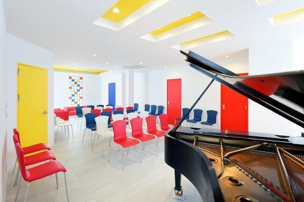 施工事例(白金)|ピアノが主役になるポップでアートな空間