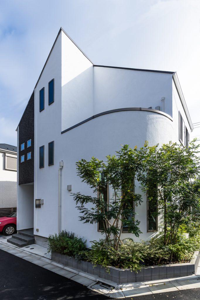 施工事例(杉並)|角地を曲線(アール)で優しく彩る 生活スタイルに合わせた建て替え